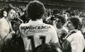 800px-Sócrates_-_Democracia_Corintiana